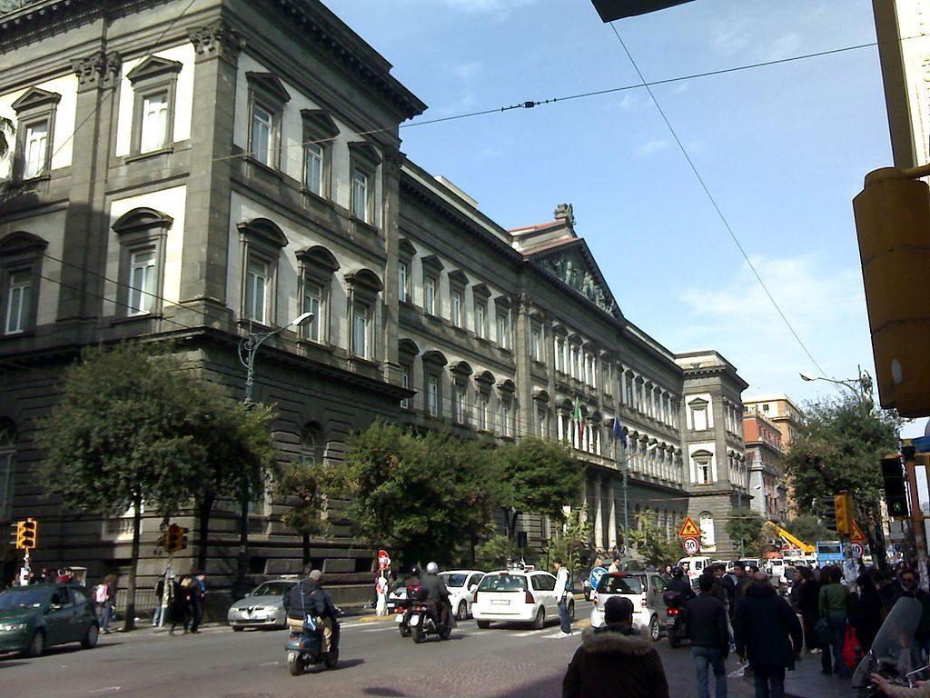 La sede centrale dell'Università Federico II a Corso Umberto.