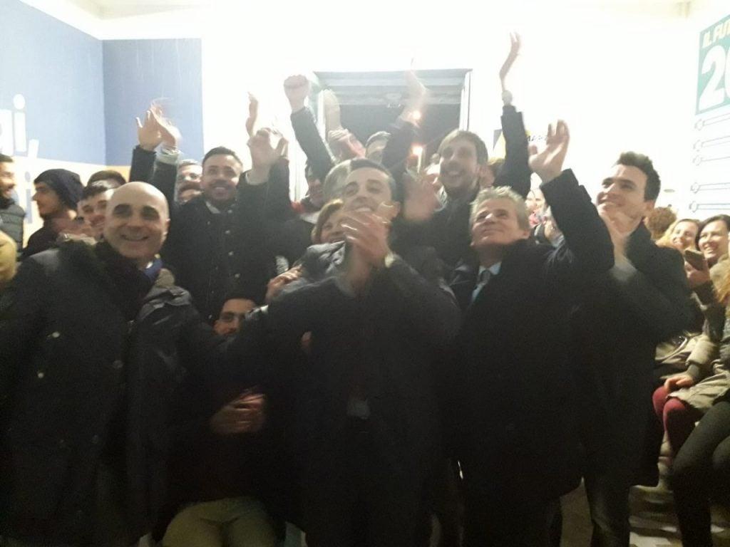 Esultanza a Pomigliano D'Arco nel comitato M5S