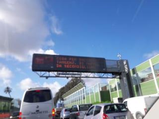 Napoli, incidente stradale sul raccordo Vomero-Pianura: un ferito, traffico in tilt