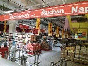 L'ipermercato Auchan chiuso (foto Fanpage.it)