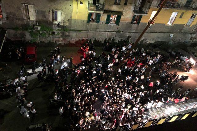 Concerto neomelodico in via Albanese, a Porta Capuana
