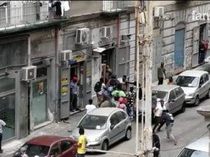 Un frame del video della rissa al Vasto