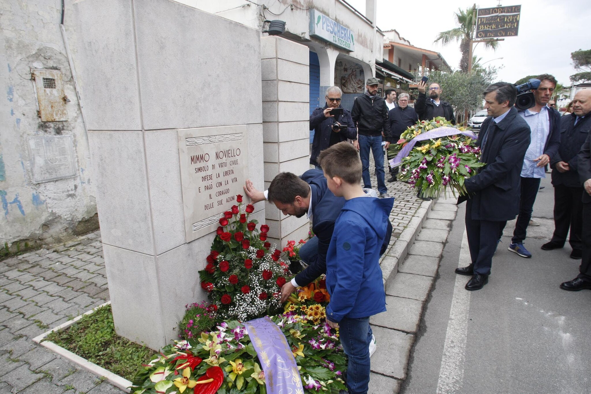 Il monumento che ricorda la morte di Mimmo Noviello il 16 maggio 2008