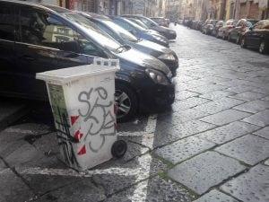 Via Sedile Di Porto.Parcheggiatori Abusivi Continua La Piaga Lo Scempio In Via Sedile Di Porto
