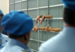 Detenuti in rivolta nel carcere di Poggioreale: devastate le celle