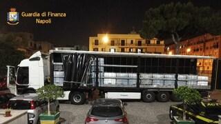 Olio per motore illegale: maxi sequestro della Finanza a Salerno