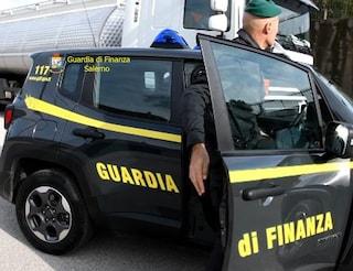 Salerno, costringe i dipendenti a vendere carne scaduta e pasta con blatte: arrestato