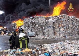 La Terra dei fuochi pilotati: viaggio nella crisi (annunciata e mondiale) dei rifiuti