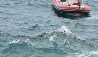 Giovane muore dopo tuffo in mare, la tragedia davanti al Molosiglio