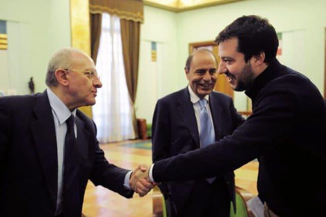 Vincenzo De Luca e Matteo Salvini nel 2014 a Salerno. Al centro Bruno Vespa