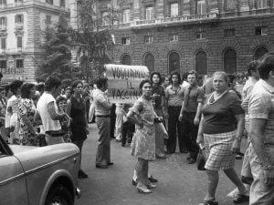 Napoli, Anni Settanta: manifestazione popolare per richiedere i vaccini per tutti.