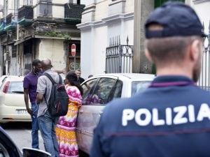 Un'immagine del Rione Vasto, a ridosso della Stazione Centrale, presidiato dalla Polizia.