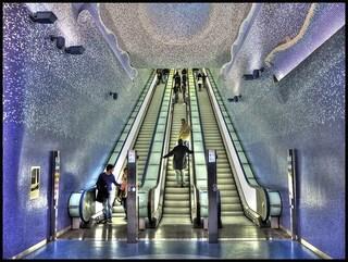 Nella stazione Toledo della Linea1 senza biglietto, due sorelle aggrediscono i controllori