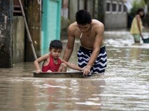 I danni causati dal tifone Mangkhut nelle Filippine (LaPresse)