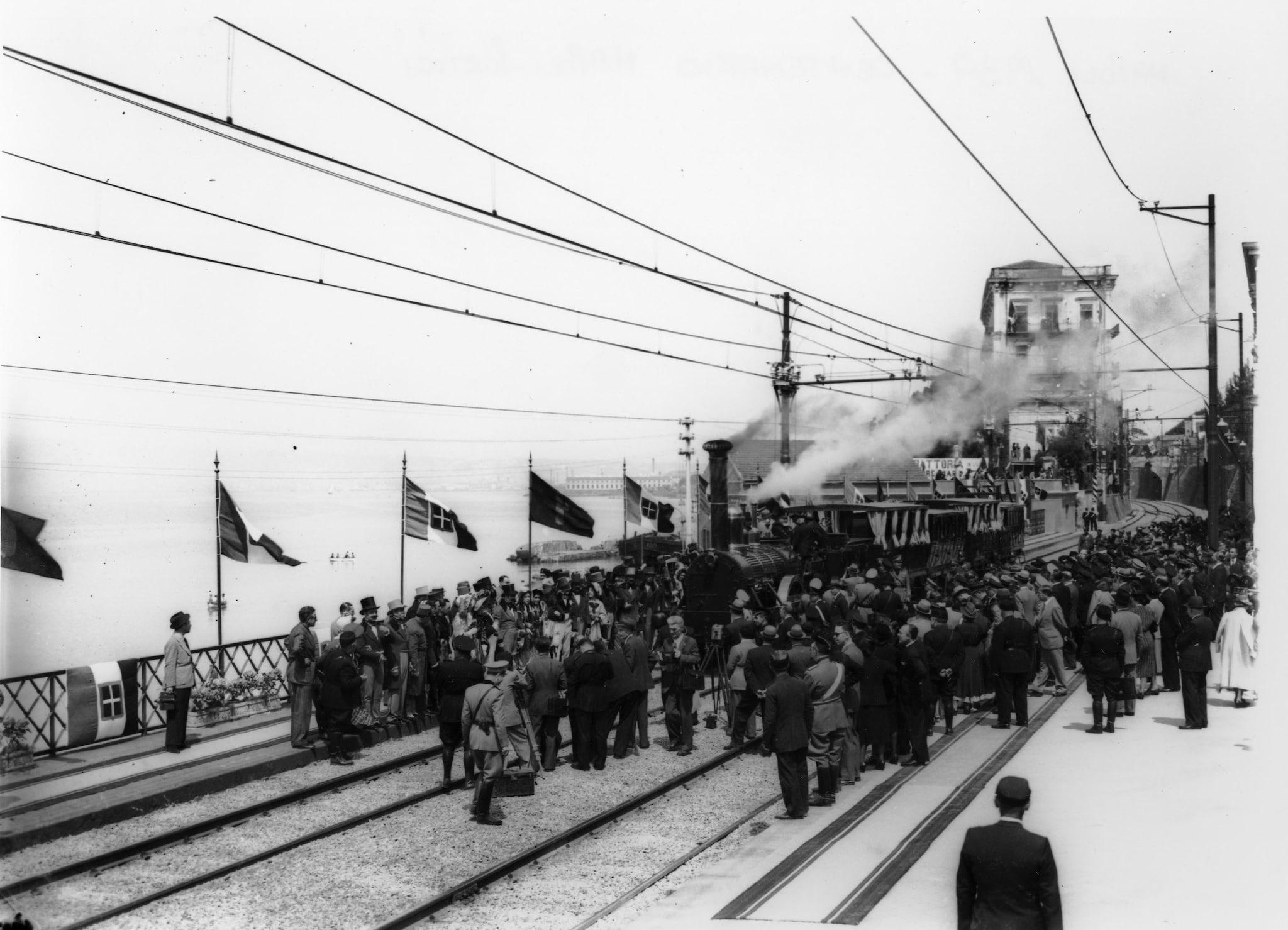 Una storica foto del centenario della Napoli–Portici