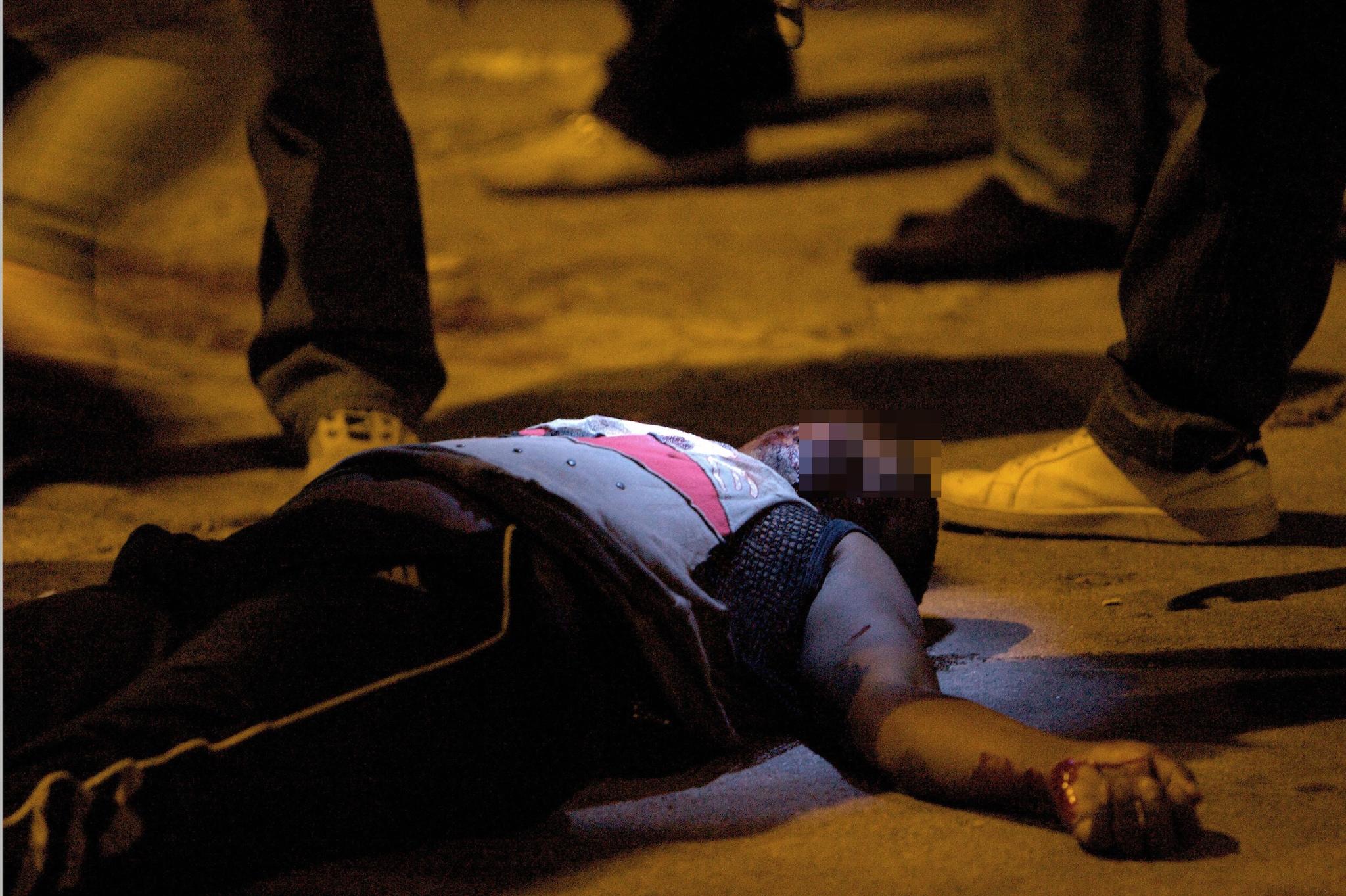 Una delle vittime della strage, crivellata di colpi