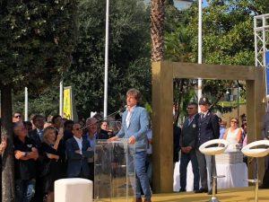La cerimonia della consegna della cittadinanza onoraria ad Alberto Angela, tenuta stamattina a Pompei. [Foto da Facebook, @Comune di Pompei]