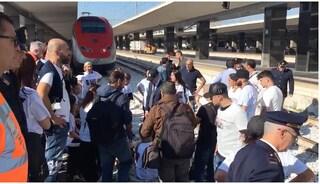 Stazione Centrale di Napoli occupata dai parenti dei napoletani scomparsi in Messico