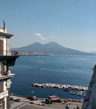 Meteo Napoli e Campania, temperature alte e sole splendente per giovedì 18 aprile