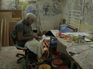 """Pasquale De Stefano, l'ultimo """"numeraro"""" di Napoli, nella sua bottega di Vico Finale, nel quartiere San Lorenzo di Napoli, a due passi da Via Foria."""