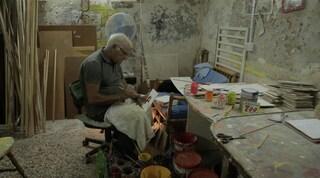 Pasquale, l'ultimo 'numeraro' di Napoli. Chi è l'artista dei prezzi esposti nei mercati