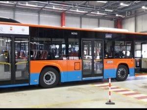 Uno dei nuovi autobus in dotazione all'Azienda Napoletana Mobilità.