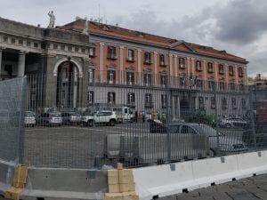 L'area del cantiere in piazza Plebiscito con auto in sosta