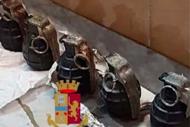 Cinque bombe a mano e un fucile a pompa: il micidiale arsenale era nascosto in un solaio