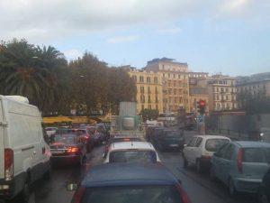 Il Lungomare di Napoli paralizzato dal traffico