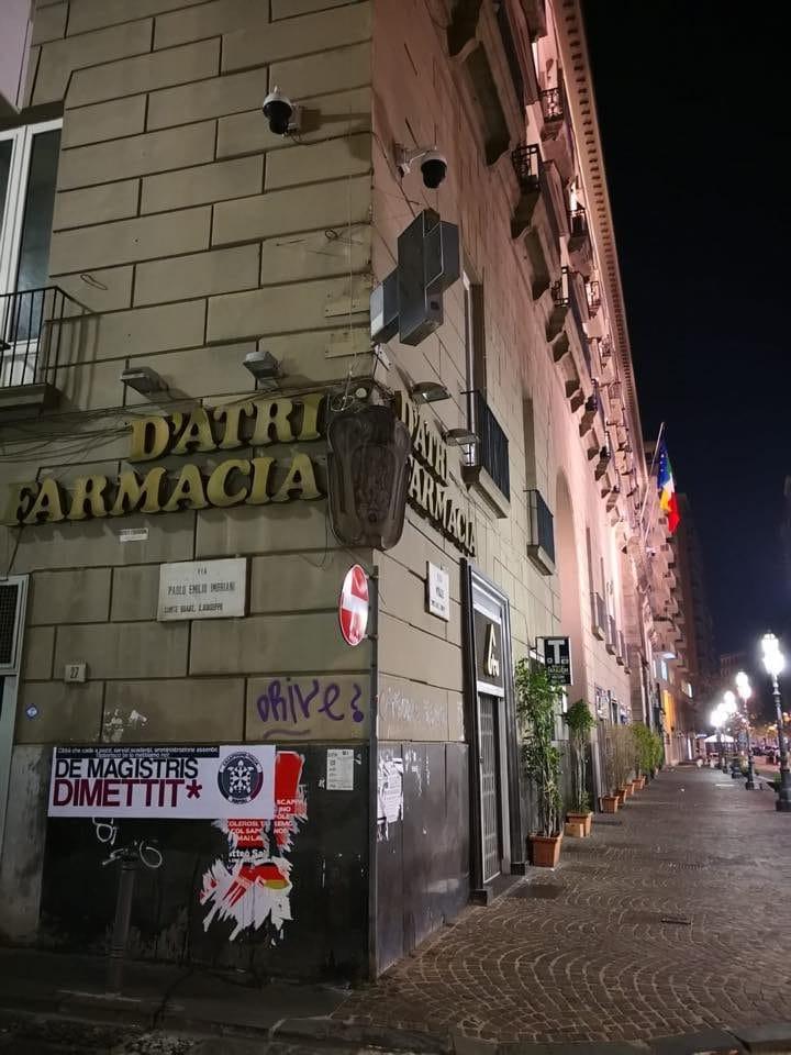 Uno degli striscioni di Casapound affissi nella notte. [Foto da Facebook, @CasaPound Italia Napoli]