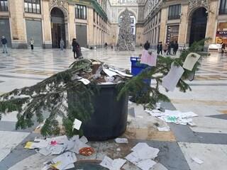 Napoli, è già stato rubato l'albero di Natale in Galleria Umberto