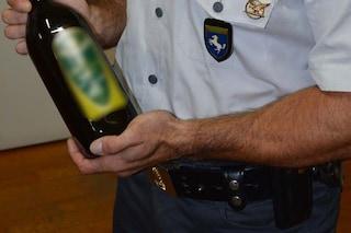 Sequestrati 250 litri di olio d'oliva da cucina: non si sa dove sia stato prodotto