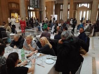 """""""Aggiungi un posto a tavola"""", a Napoli un pranzo di Natale per i più poveri"""