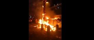 Secondigliano, Iraq: alberi e cassonetti in fiamme a causa di un petardo di Capodanno
