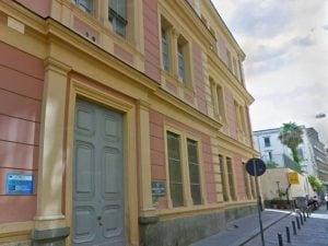 Il plesso scolastico De Amicis di Napoli