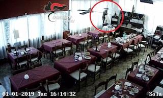 Pompei, ruba due volte nello stesso ristorante portando via due tablet ed un televisore