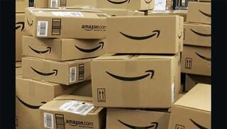 """Minaccia con una pistola il corriere di Amazon: """"Se vuoi consegnare qui devi pagarmi"""""""