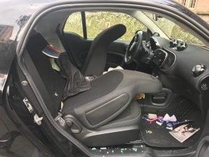 L'automobile di Angelo Pisani vandalizzata.