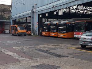 Gli autobus dell'Azienda Napoletana Mobilità fermi questa mattina.