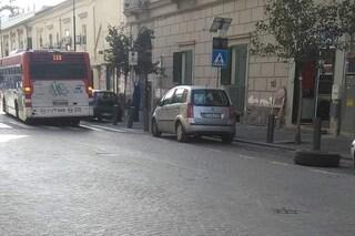 Paura a Portici, bus dell'Anm perde una ruota in corsa
