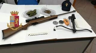 Castellammare di Stabia (Napoli), maxi sequestro: nascondevano droga e armi in casa