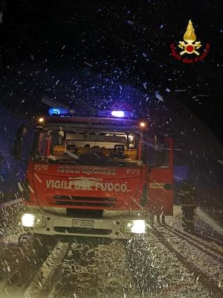 Avellino, auto e persone bloccate dalla neve. Tre ragazzi salvati sul santuario di Montevergine