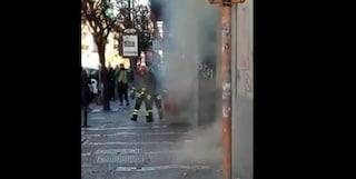 Incendio in tre negozi al centro di Napoli, paura in Corso Umberto
