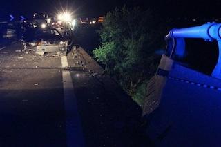 Incidente a Giugliano, tre auto coinvolte: una si è schiantata contro un'abitazione