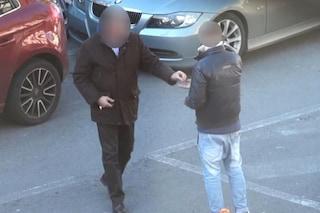 Ponticelli, arrestato parcheggiatore abusivo: minaccia automobilista e gli ruba portafogli
