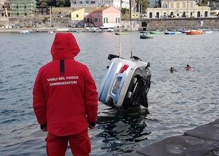 Tragedia a Portici, si uccide lanciandosi in mare con l'auto