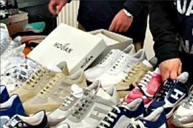 Napoli invasa da scarpe Hogan false: costano dai 25 euro in su