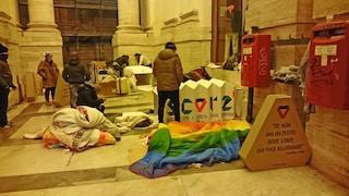 """Napoli, anche quest'anno distribuito """"Scorz"""", rifugio di cartone che dà riparo ai senzatetto"""