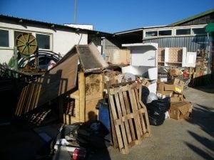 Ecco come il noto mobilificio di Napoli smaltiva i rifiuti illegalmente