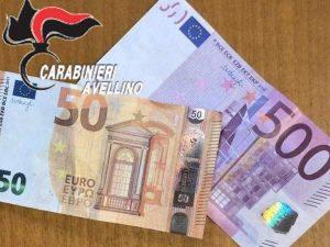 Le due banconote false recuperate dai carabinieri.